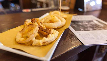 The Friends Pub Milano onion rings